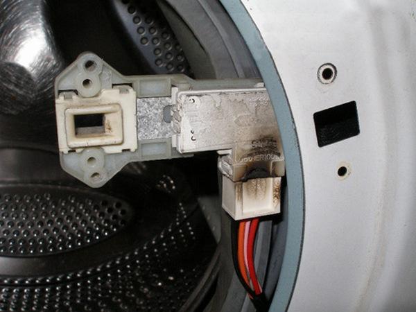 Не открывается стиральная машина Индезит